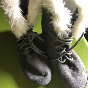 Shoes - Gray fur boots